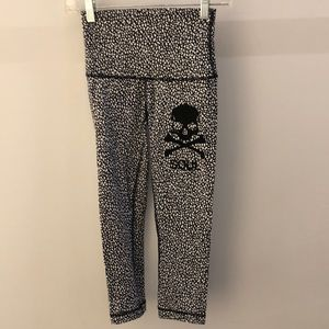 Lululemon black and white crop legging, sz 4